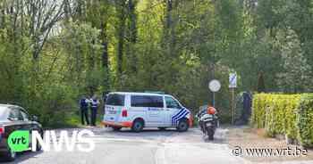 Politie zoekt passagiers van internationaal geseinde wagen in schoolomgeving Asse - VRT NWS