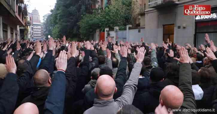 """Milano, l'estrema destra ricorda Sergio Ramelli: in centinaia in strada. Assembramenti e saluto romano al grido di """"presente"""" – Video"""