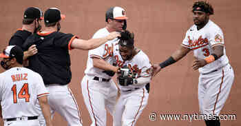 Sacrifice Fly Pushes Orioles Past Yankees in Extra Innings