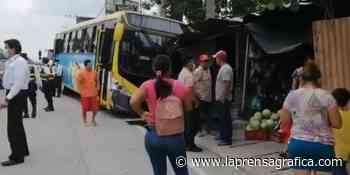 Autobús impacta contra una vivienda sobre la carretera Panamericana en Antiguo Cuscatlán - La Prensa Grafica
