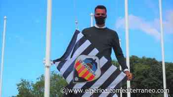 David Cubillas iza la bandera del Castellón delante del ministro de Deportes - El Periódico Mediterráneo