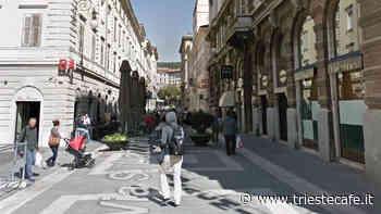 Via San Lazzaro, ragazze ubriache vagano la sera - triestecafe.it