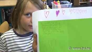 Kinderen basisschool De Step in Beringen maken wenskaarten voor actie 'Heel het land' - TV Limburg