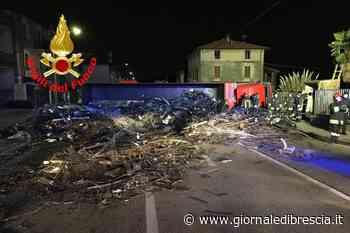 Il camion ribaltato a Villa Carcina - Giornale di brescia - Giornale di Brescia