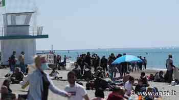Covid, aria d'estate sul Lido di Ostia: spiagge prese d'assalto - Lazio - Agenzia ANSA