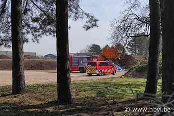 Vuilniswagen vat vuur in Overpelt-Fabriek - Het Belang van Limburg Mobile - Het Belang van Limburg