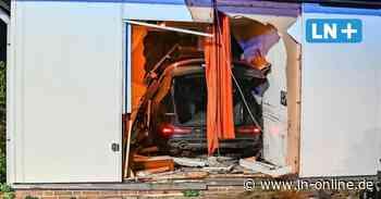 Ratekau: Auto fährt in Haus - so erlebten Bewohner den Unfall - Lübecker Nachrichten