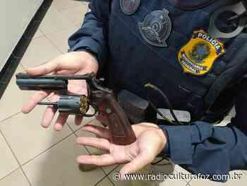 PRF prende idoso com revólver na cintura em Santa Terezinha de Itaipu - Rádio Cultura Foz