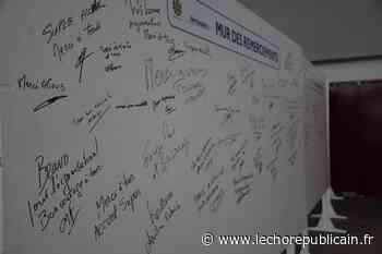 Le mur des remerciements au parc des expos à Dreux - Echo Républicain