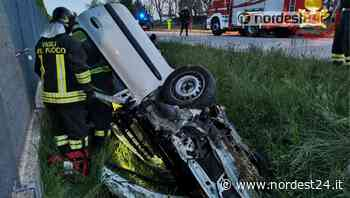 Incidente a Brugnera: scontro tra due auto, una finisce nel fossato - Nordest24.it