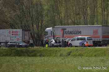 Autobestuurder kritiek na klap tegen vrachtwagen op Verbindi... (Diepenbeek) - Het Belang van Limburg