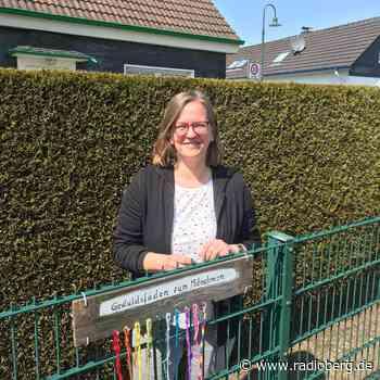 Künstlerin aus Wermelskirchen macht Geduldsfäden zum Mitnehmen - radioberg.de