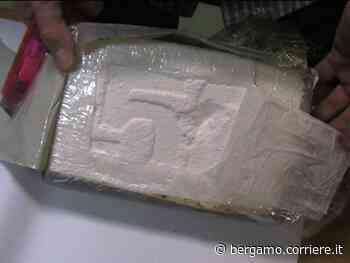 Sarnico, nell'auto un chilo di cocaina: sul mercato vale 2.000 dosi per 150 mila euro - Corriere Bergamo - Corriere della Sera