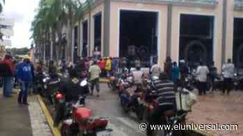 Motorizados protestan la modalidad de mensajes para surtir gasolina en Barinas - El Universal (Venezuela)