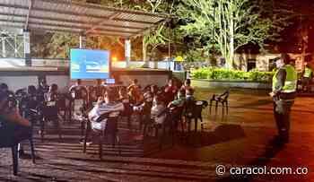 Policía desarrolló 'Cine al Parque' en Ataco, Tolima - Caracol Radio