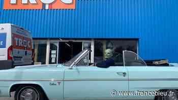 A Dinard, Fantômas conduit la voiture du Gendarme de Saint-Tropez - France Bleu