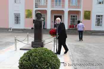 Photoreport from the opening ceremony of the monument to Yuri Gagarin in Ashgabat | Society - Туркменпортал