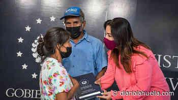 Gobierno beneficia a residentes de Nahuizalco con la entrega de aportes económicos para construcción de viviendas - Diario La Huella