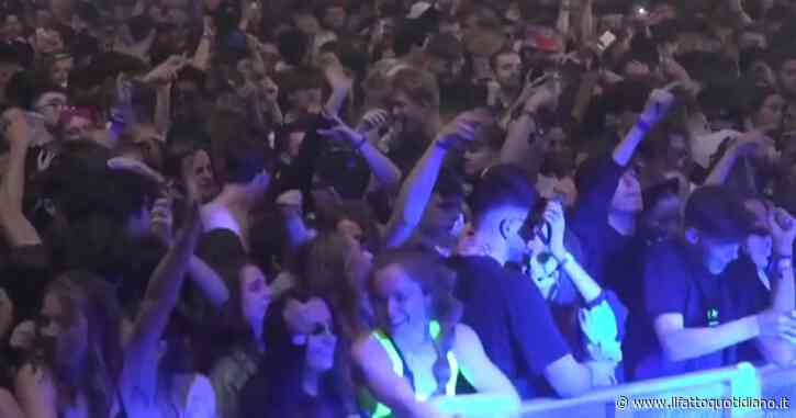 Covid, maxi-evento esperimento a Liverpool: oltre 3000 persone ballano senza distanziamento né mascherine – Video