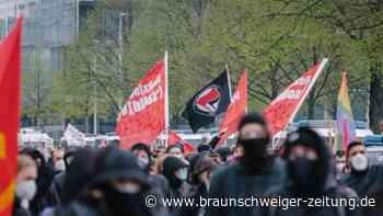 Tag der Arbeit: Tausende bei Protestzug am Abend des 1. Mai in Berlin
