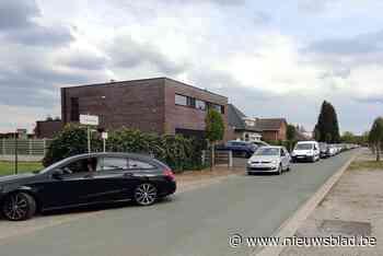 Drie uur (!) aanschuiven voor Lommelse 'Aardbeien Drive-in': politie voorziet omleiding