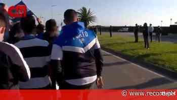 As imagens do cordão humano de adeptos do FC Porto em protesto contra as arbitragens - Record