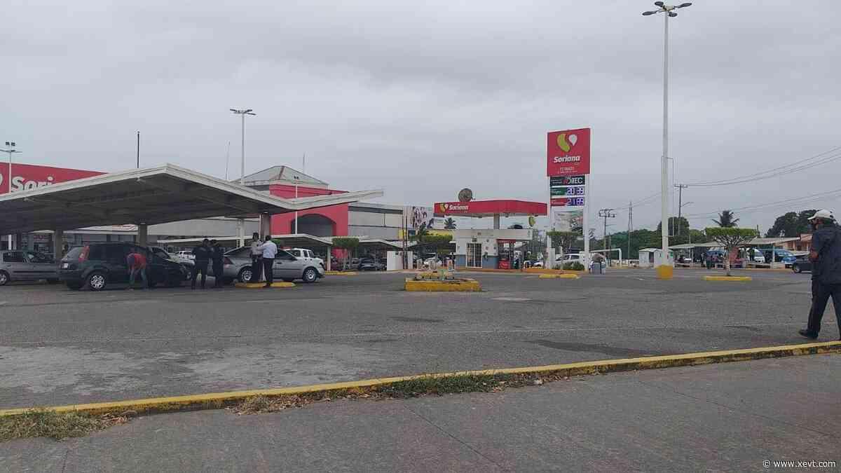 05/01/2021 · Policiaca · Sujeto sube al techo de una gasolinera ubicada en Plaza San Joaquín - XeVT 104.1 FM | Telereportaje
