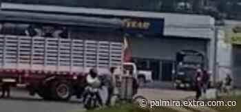 Transportadores bloquearon ingreso a Ubaté y se unieron al Paro Nacional [VIDEOS] - Extra Palmira