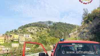Incendio boschivo a Sonnino, vegetazione a fuoco: interviene anche l'elicottero - LatinaToday