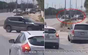 [Video] Sicarios ponen retén en carretera y roban autos y pertenencias - Noticias del Sol de la Laguna