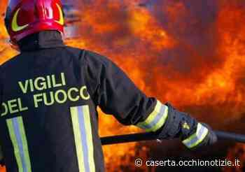 Auto in fiamme dopo incidente a Marcianise: paura in via Marte - L'Occhio di Caserta