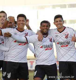 Deu Furacão! Athletico bate o Paraná na Vila Capanema - LANCE!
