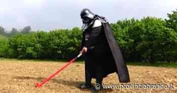 VIDEO, Darth Vader semina i girasoli... a Farigliano! - Provincia Granda
