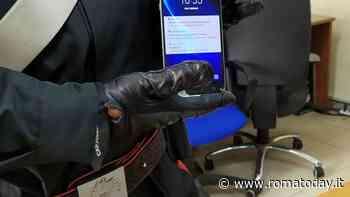 Esquilino, riparava cellulari rubati: sigilli al negozio