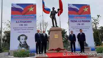 Statue of Pushkin unveiled in Hanoi - Nhan Dan Online - Nhan Dan Online