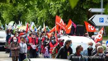 300 personnes dans les rues d'Auxerre pour le cortège du 1er mai - France Bleu