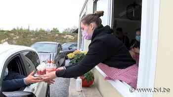 Tot drie uur aanschuiven voor de aardbeiensnacks van Gina in Lommel - TV Limburg