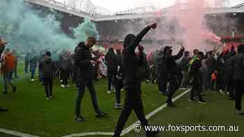 Man Utd legend's dire warning after glass bottles, missiles thrown as fans storm Old Trafford