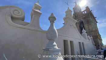La fachada norte de la iglesia de la Asunción ya luce rehabilitada - El Periódico de Extremadura
