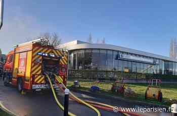 «Voilà, on n'a plus de boulot» : la concession BMW de Chambourcy ravagée par un incendie - Le Parisien