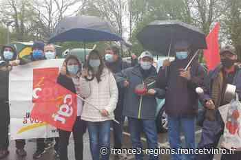Covid-19 : près de 60 salariés d'un hypermarché de Ferney-Voltaire manifestent pour une augmentation salariale - France 3 Régions