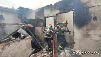 Incêndio destrói casa no Bairro Turmalina, em Governador Valadares - G1