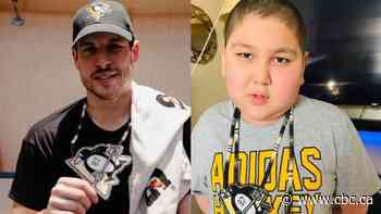 Child battling cancer fulfils dream of meeting Sidney Crosby, gives him beaded medallion