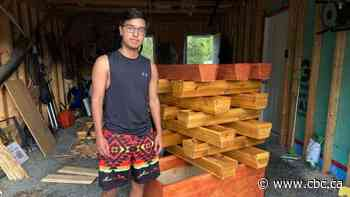 Anishnaabe youth crafts his own woodworking business to save for university