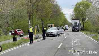 Horror-Unfall in Kerpen - Auto kracht frontal in Lkw – zwei Tote! - BILD