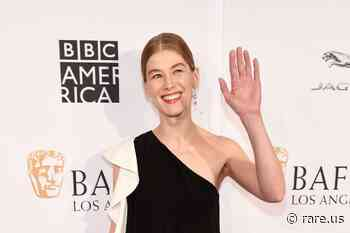 Rosamund Pike Buries Her Awards in Her Garden Because It's 'Awkward' to Display Them - Rare.us