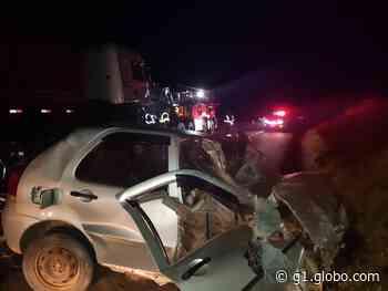 Batida entre carro e caminhão deixa homem gravemente ferido, em Imbituva - G1