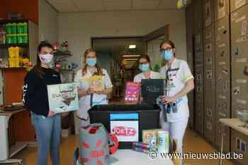 Jeugdvereniging schenkt spelkoffer aan ziekenhuiskinderen
