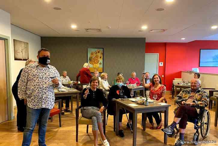 Senioren van Domitys-serviceresidentie vieren vaccinatie met wijnworkshop