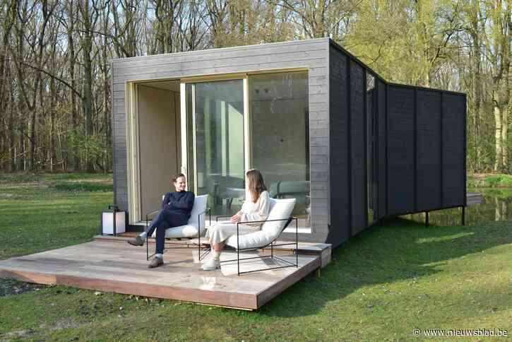 """Charlotte (29) maakt thuiswerken hip en comfortabel: """"Naar kantoor in je eigen tuin"""""""
